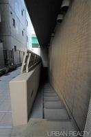 外観:駐輪場入り口